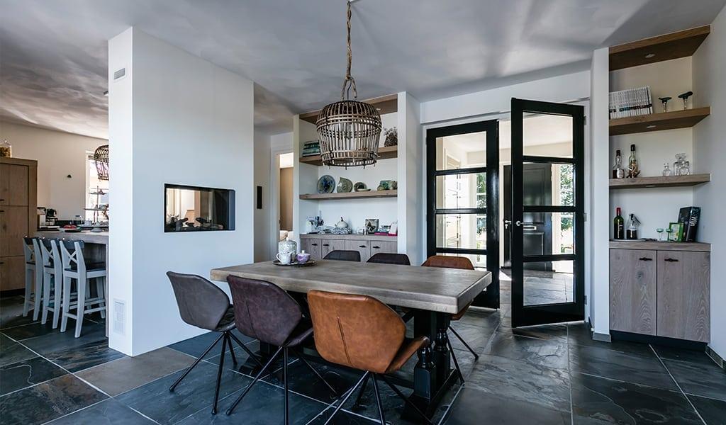 Villa-bouwen-Koninginnnepage-voorzien-van-luxe-vloertegels