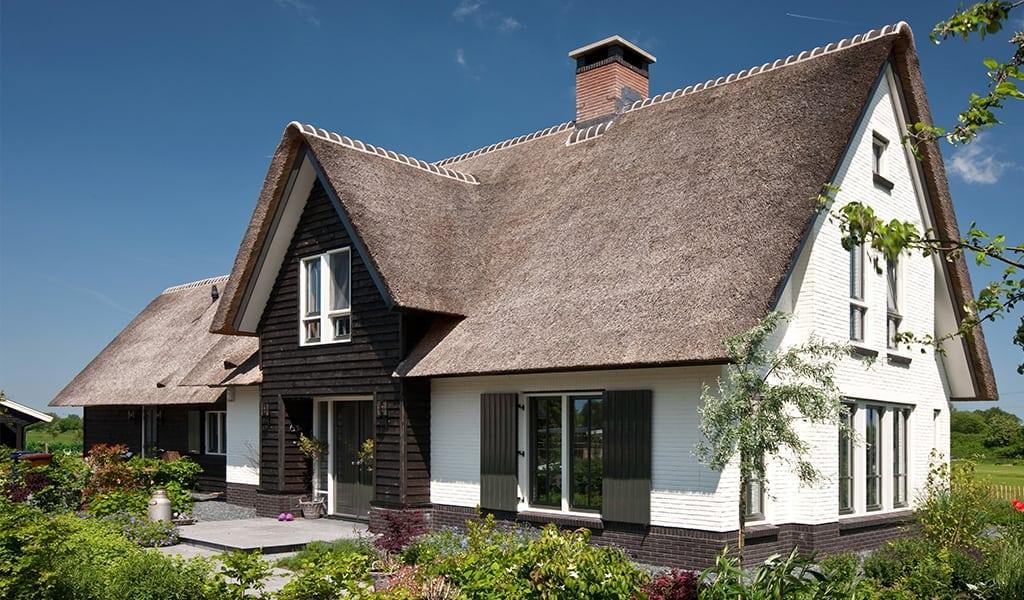Villabouw-met-luiken-in-het-mooie-landschap-te-Soest
