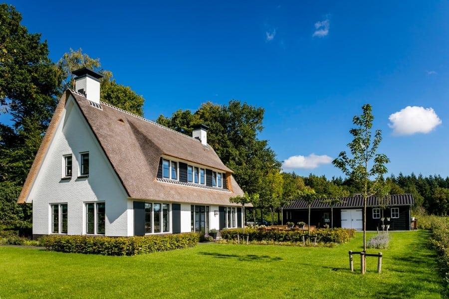Villa-Koninginnenpage-te-Soestdijk-met-prachtige-tuin