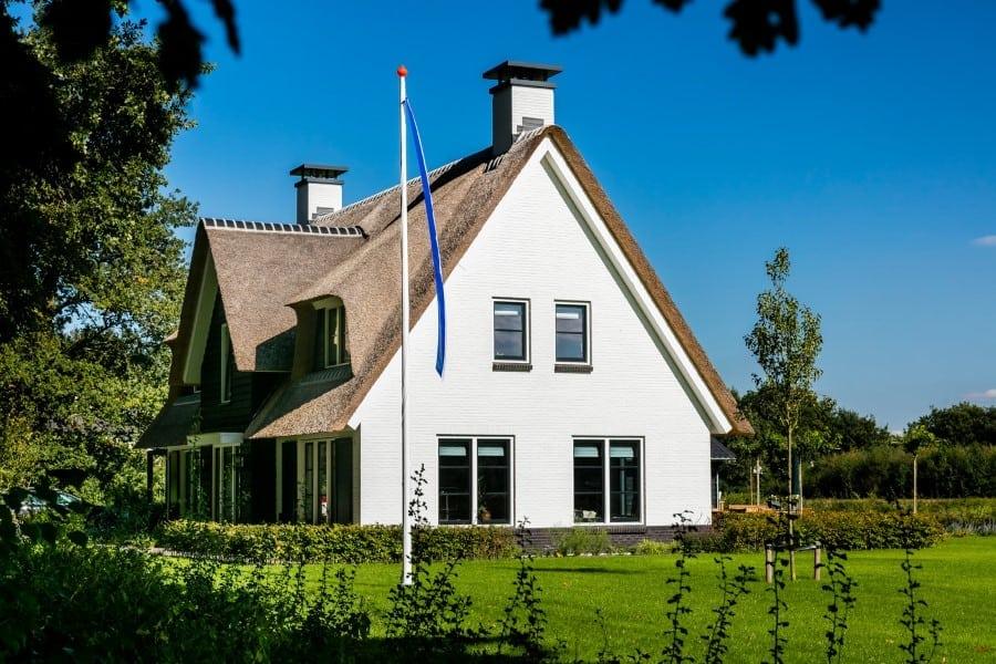 Villa-Koninginnenpage-te-Soestdijk-wit-gekeimd-zij-aanzicht